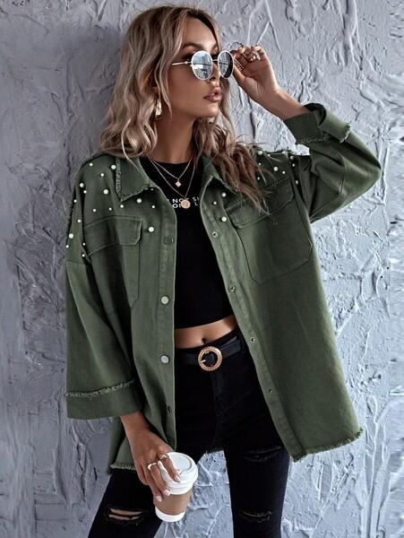 chaqueta verde taches perlas