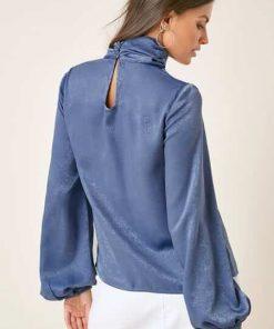 blusa elegante cuello tortuga azul