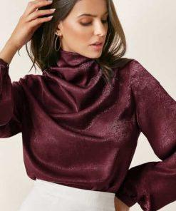 blusa elegante cuello tortuga vinotinto